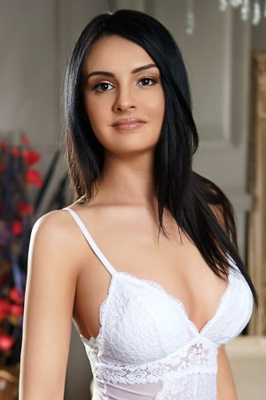 Middle-Eastern-Spanish Mixed-race busty brunette EVELIN Bayswater W2 24/7 (24 hour) London escorts agency girl