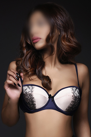Busty Indian London escort KYRA - South Kensington SW3